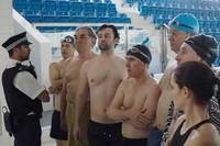 Swimming with Men (OmU) Bild #2